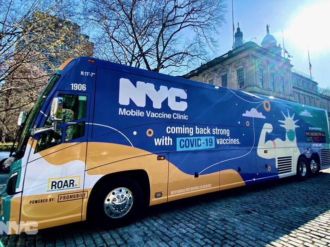 """纽约市首辆移动""""疫苗巴士""""上路 第一站进驻华人聚居区日落公园_图1-1"""