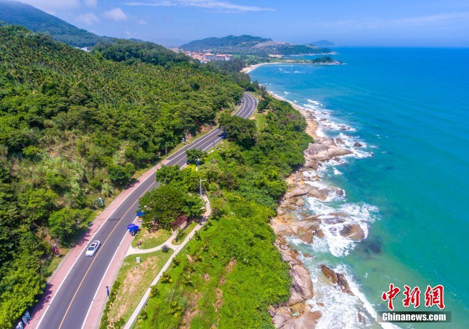 航拍海南万宁最美滨海旅游公路 串联众多海湾美景
