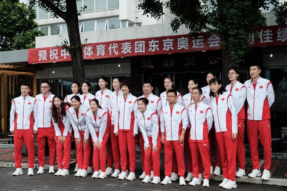 中国女排出征东京:目标是奥运金牌