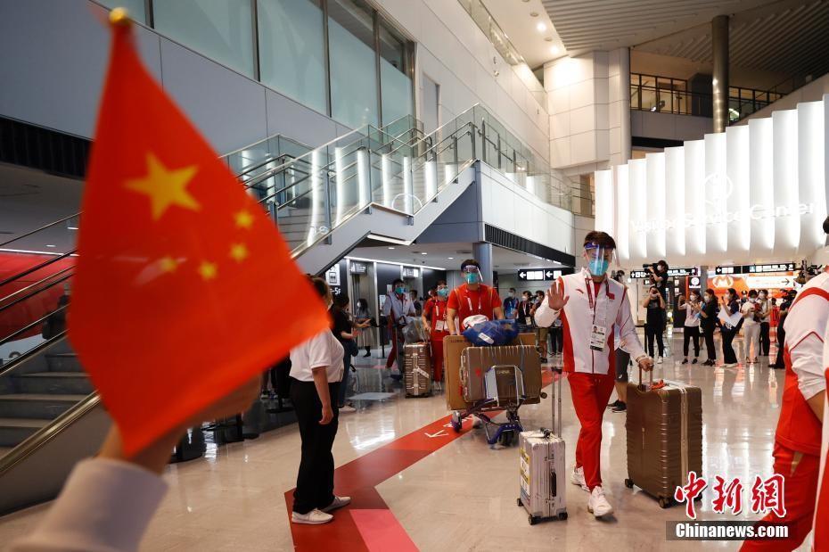 中国体育代表团多队同日抵达东京