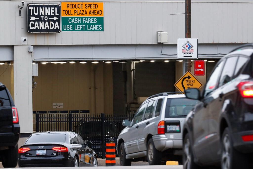 与加拿大不同步 美国延长与墨加陆地边界旅行限令_图1-1
