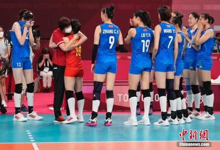 郎平谢幕!中国女排姑娘流泪鞠躬致谢