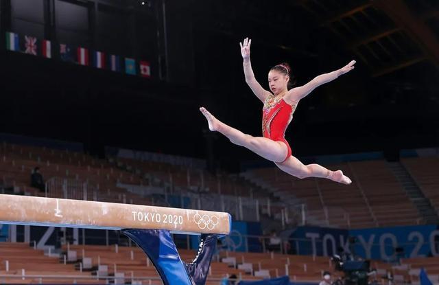 第32金!女子平衡木中国包揽金银牌 拜尔斯第3