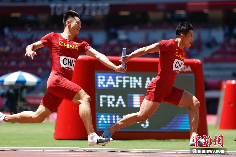 中国男子4x100接力小组第一晋级 美国无缘决赛