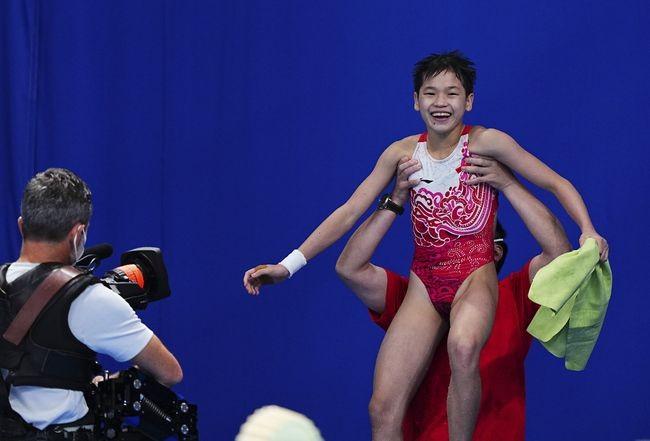 第33金!14岁全红婵三跳满分 夺女子10米台冠军