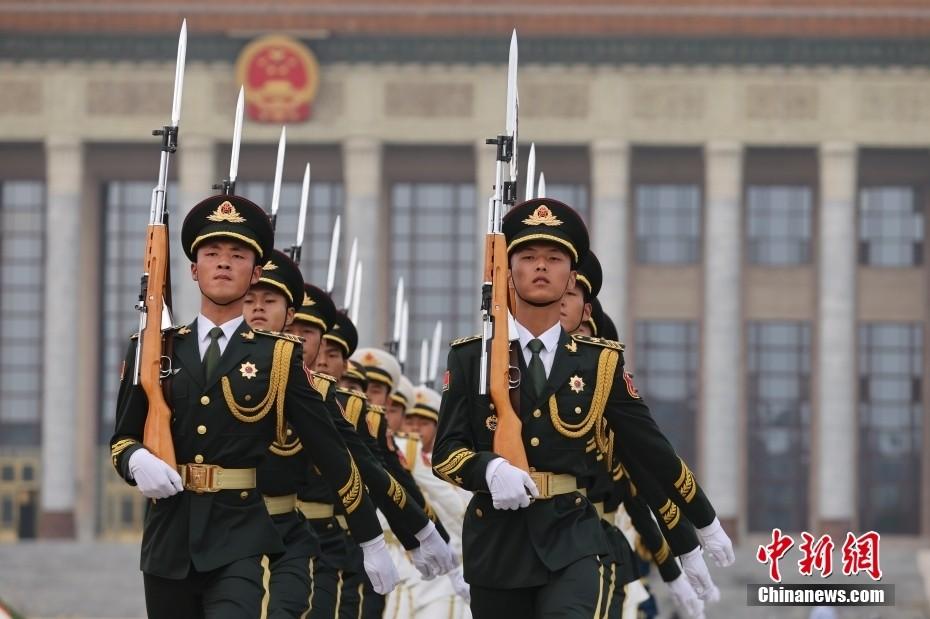 习近平等出席烈士纪念日向人民英雄敬献花篮仪式_图1-3