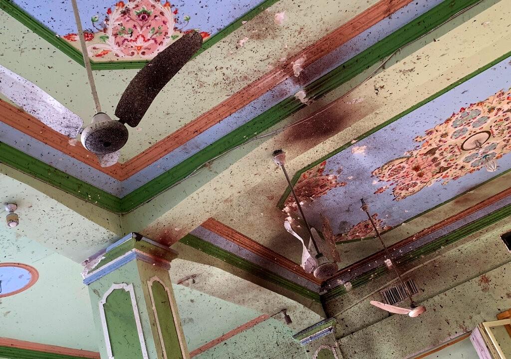 到处是血!四名自杀式袭击者在阿富汗清真寺引爆炸弹 致百余死伤【组图】
