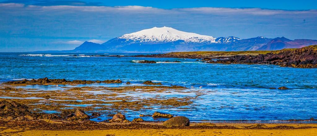 冰�u�L采,海岸�上√的雪山