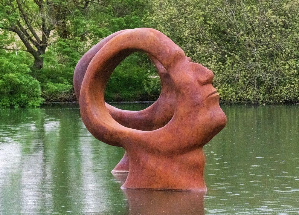 多塞特湖边的雕塑