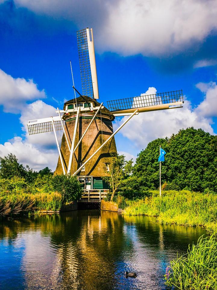 荷兰阿姆斯特丹,路边大风车
