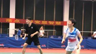 前中国国脚郝海东与羽毛球世界冠军叶钊颖被曝已领证结婚