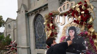 迈克尔·杰克逊去世十周年,歌迷深情悼念