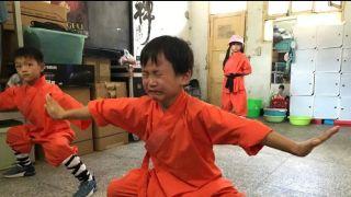 荒漠暴走,少林练武…这名中国男主持人如此教育6岁女儿惹争议