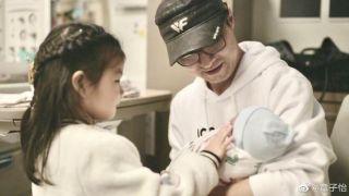 章子怡晒照宣布二胎产子:生命中多了一个他