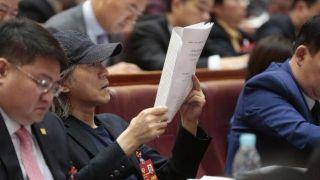 周星驰现身广东省政协开幕大会 关注湾区创意人才培养