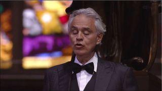 """传奇歌手米兰大教堂独唱 庆祝复活节""""希望的音乐"""""""