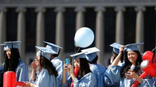 纽约时报称美考虑驱逐数千中国留学生 中国外交部回应