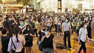 香港示威者聚集叫嚣、多次堵路 港警拘捕53人