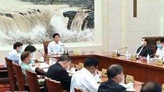 栗战书主持召开十三届全国人大常委会第五十九次委员长会议