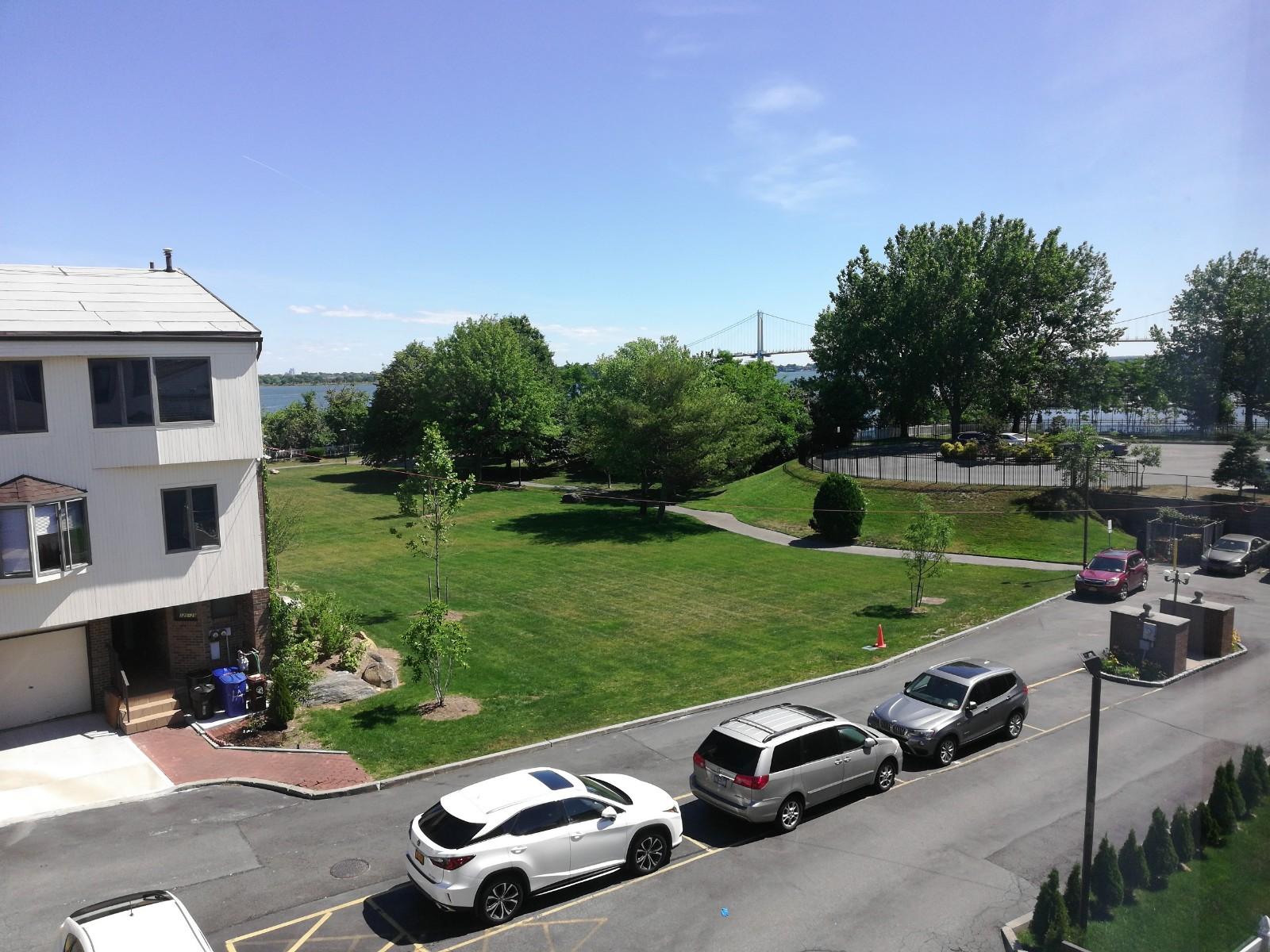 法拉盛大学点无敌海景小区2房住宅出租,月租2400元