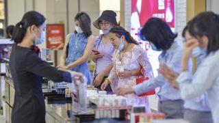 海南离岛免税新政落地首周 6.5万人次购物总额¥4.5亿