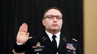 """白宫据报曾向国防部发送""""黑材料"""" 阻弹劾案重要证人升军衔"""