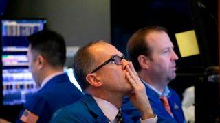 华尔街奖金可能大缩水 年底前将开始裁员