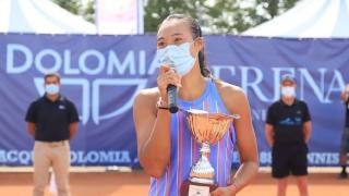 强!中国网球18岁天才少女横空出世,豪取10连胜+背靠背夺冠