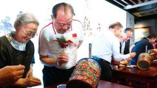 2022年冬奥五环珐琅尊在北京发布