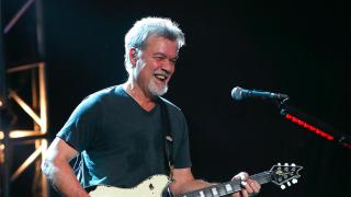 """传奇""""吉他英雄""""艾迪·范·海伦因癌症去世 享年65岁"""