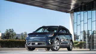 KIA 汽车美国公司捐赠 2020 NIRO 电动汽车 宣导新能源汽车