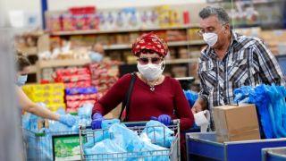 CDC首次呼吁室内普遍使用口罩 在家除外