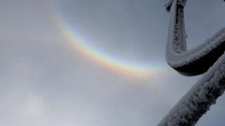 河南伏牛山现罕见日晕彩虹雪景同框奇观