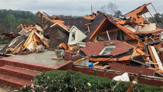 阿拉巴马州遭龙卷风袭击  多所房屋被毁 至少5人丧命