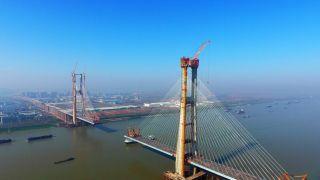 中国首座交叉索斜拉桥主塔全部封顶