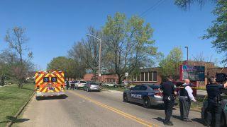 田纳西州一高中爆枪案 1人死亡一名警官受伤