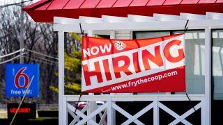 美国4月新增就业26.6万人 仅为预期四分之一