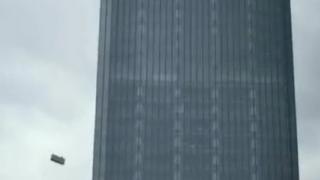 武汉两名工人高楼吊篮施工因大风遇难 涉事公司回应