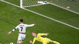 梅开二度助葡萄牙取开门红 C罗一战创欧洲杯多项纪录