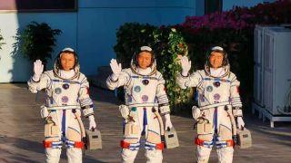 三名中国航天员拎着的小箱子是什么?