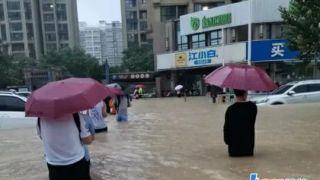 在郑州亲历暴雨:酒店爆满 看见有人被冲走