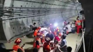 郑州被困乘客:车外水位过头顶时,开始交代身后事