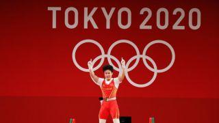 侯志慧夺得女子举重49公斤级金牌
